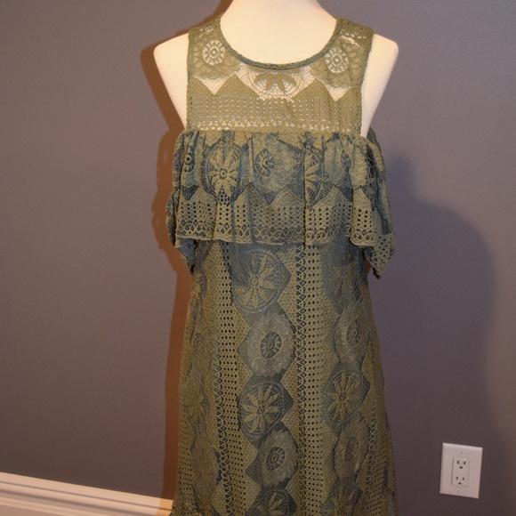 Francesca's Collections Dresses & Skirts - Green Cold Shoulder Short Dress